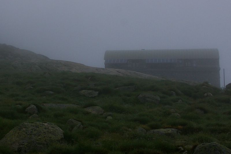 j13_01_refuge_dans_brouillard